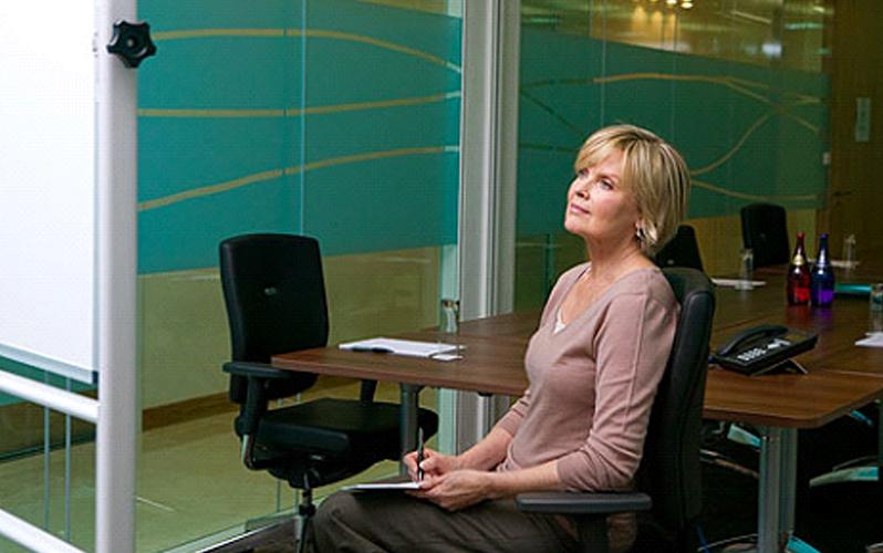 بهترین روش نشستن درست و راحت در کمر درد