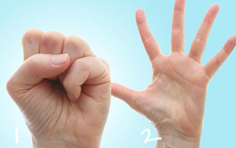 بازکردن دست برای درمان انگشت ماشه ای