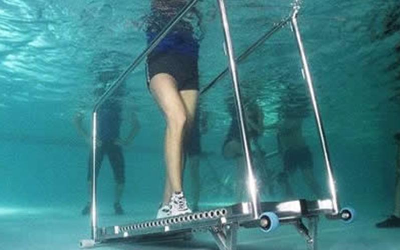 بهبود درد زانو با ورزش در آب