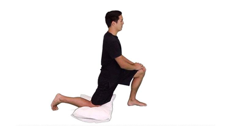 زانو زدن برای کشش عضله باز کننده لگن