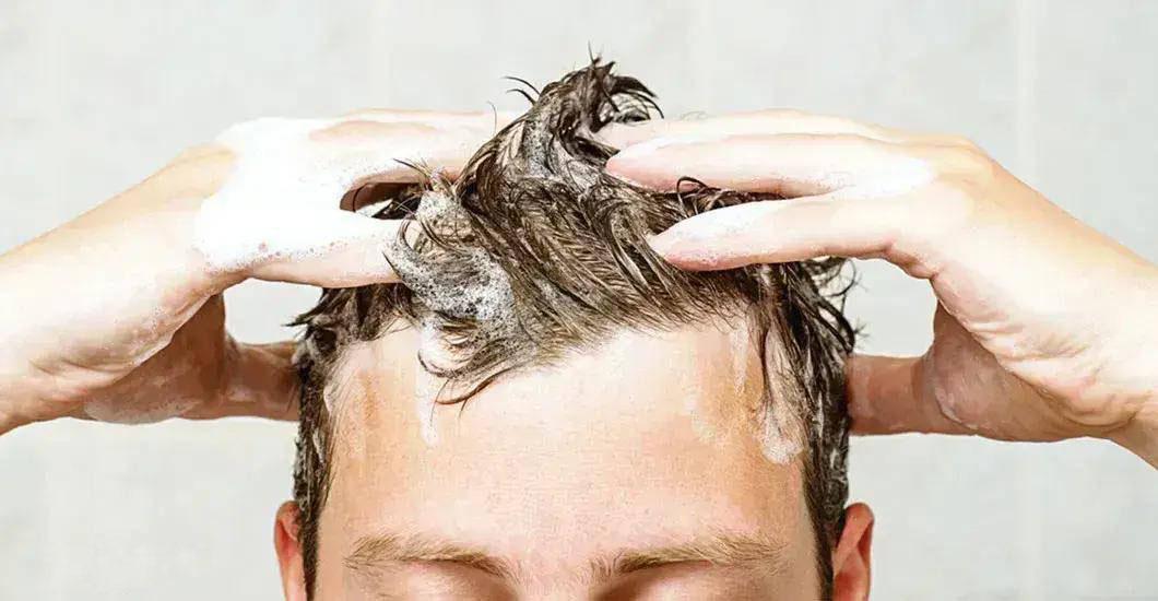 آیا  کیفیت آب مصرفی  و نوع شامپو در ریزش موی سر تاثیر دارد؟